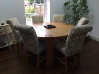 Gorgeous solid Oak Dinning Table
