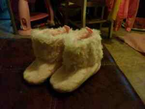Pink knitted Fur booties for fall / winter. 0-6 months