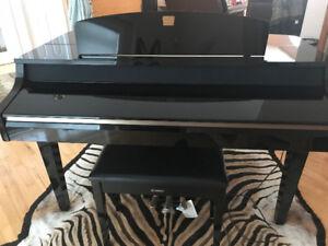 """Yahama """"Clavinova"""" Digital Baby Grand Piano"""