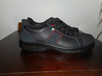Never worn Mens CSA approved size 11 safety shoes
