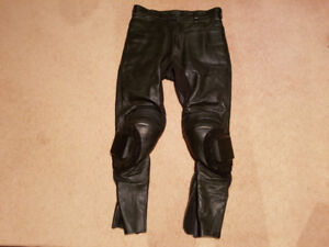Leather motorcycle pants - armour and knee pucks. Medium
