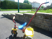 TRICYCLE ENFANT CURIOUS GEORGE-EXCELLENTE CONDITION ET PRIX