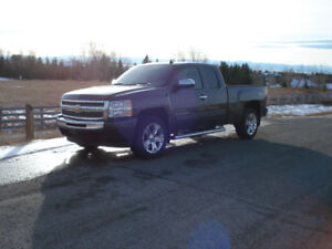 2011 Chevrolet Silverado, 4x4, low mileage, very clean