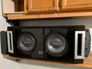 10 inch Infinity Subs in box w/ amp