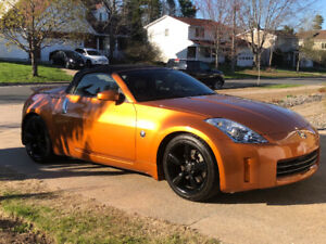 Nissan 350z Roadster. MINT