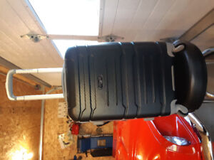 Olympia denmark 21 inch carry on spinner suit case