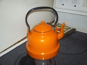 bouilloire en porcelaine émaillé