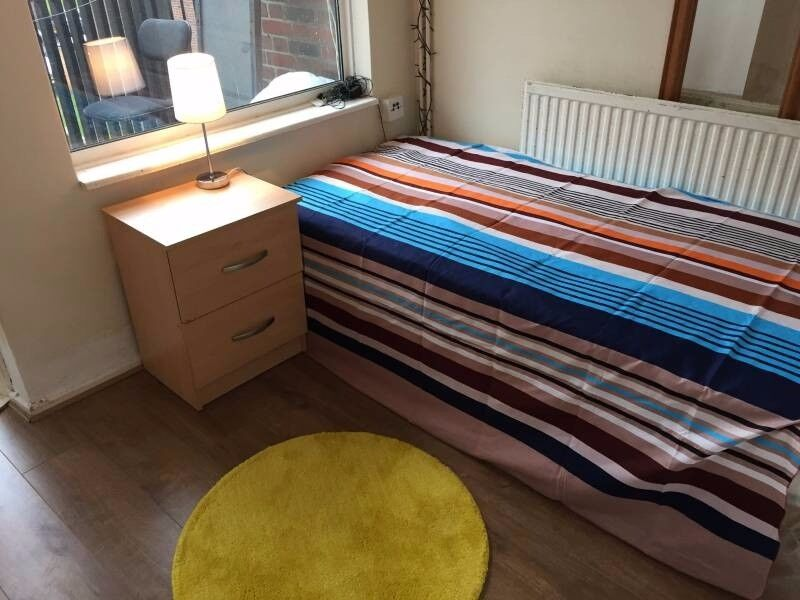 07474149174 nice room near LIVERPOOL SREET only for 160pw