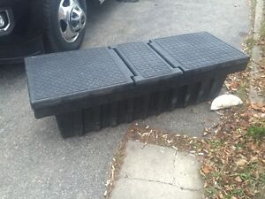 STORAGE BOX FOR TRUCK