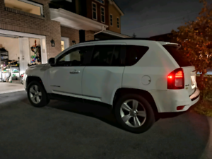 14  JEEP COMPASS  SPORT 4WD LOW Km New all season tires and