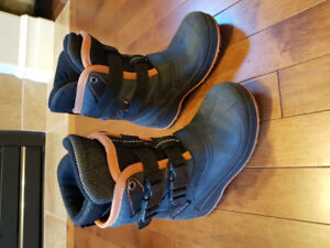 Youth winter boots, size 12T