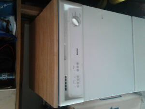 Kenmore dishwasher for sale 6 years old hardly used $250