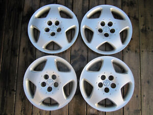205/65R15 Michelins. 4 winter and 4 summer on steel rims w caps. Kitchener / Waterloo Kitchener Area image 5