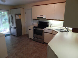 Western / Brescia - 3 Student Rental .All Inclusive