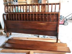Beautiful king size sleigh bed