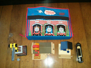 THOMAS & Friends, Trains, Stations - Great Xmas Gift
