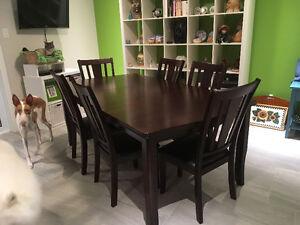 Table à manger en acajou et 6 chaises