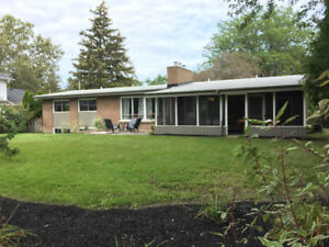 Large Ranch Bungalow on quiet Cul De Sac in South St. Catharines