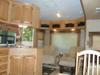 FIFTH-WHEEL SILVERBACK CEDAR CREEK 2007, 29'' intérieure