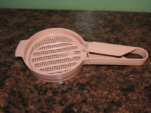 TUPPERWARE hand sifter - only $8
