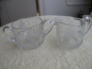 GORGEOUS VINTAGE CRYSTAL CLEAR GLASS ETCHED CREAM & SUGAR