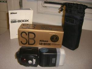 Flash Nikon SB-80DX, SB 600, Godox TT600, Altura UNV1, Metz45CT1