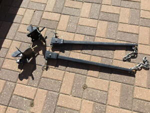 Adjustable weight distribution hitch