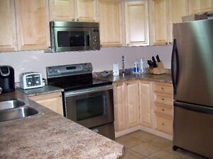 BEAUTIFUL TOWN HOME TO SHARE - NORTH WHITBY