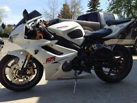 Pearl White Daytona 675 Triple