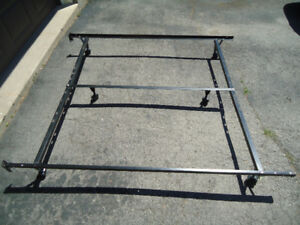 QUEEN METAL BED FRAME WITH CENTRE BRACE