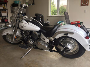 V-Star 650 Classic - White Excellent condition