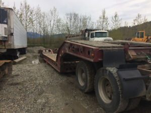 Low bed trailer tri axle
