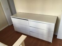 DRESSER FOR SALE WITH GLASS TOP 80$