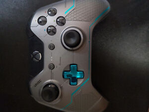 Limited Edition XBOX ONE controller (Halo 5)