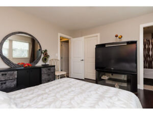 Kennedy Trail Townhouse in Surrey!!Perfect Location!!
