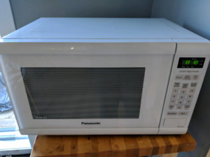 White panasonic microwave, 2 years old works perfect
