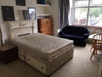 Great Double room offered in Flat share. Near Mortlake Station (5 mins walk). (SW14 7HN)