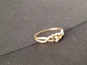 Diamond chip Accent Heart 10 K gold Ring London Ontario image 1