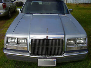 Classic 1984 Lincoln Continental 4 door Mid Size Sedan