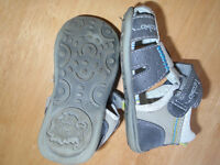 SANDALS☺SHOES KIDS☺ 5$  Size:4 =insole length 5 inches  Good con