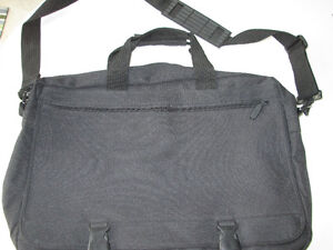 BLACK LAPTOP CASE WITH SHOULDER STRAPS SAC ORDINATEUR PORTABLE