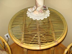 Rattan table with glass top & two chairs Stratford Kitchener Area image 2
