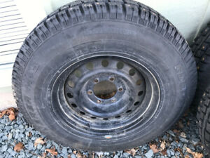 Rims and tires of Toyota Tacoma