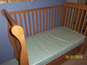 Caramia convertible crib/daybed Windsor Region Ontario image 4
