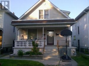 PENDING Feb 1 - Spacious 3 bdrm for family or professionals only
