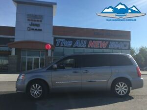 2013 Chrysler Town  Country Touring  LOCAL TRADE, DUAL BLURAY, R