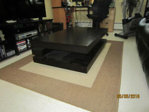 Coffee table and 2 side tables. Black-brown