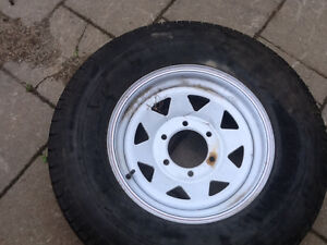 Pneu neuf good year st225/75r15 pour roulotte