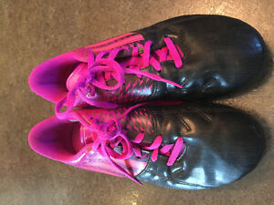 Soccer cleats - girls Adidas size 6