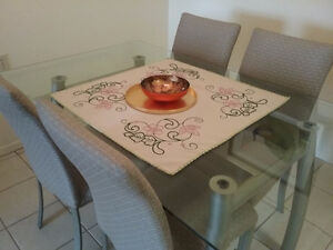5-PIECE DINING ROOM SET - IN EXCELLENT CONDITION